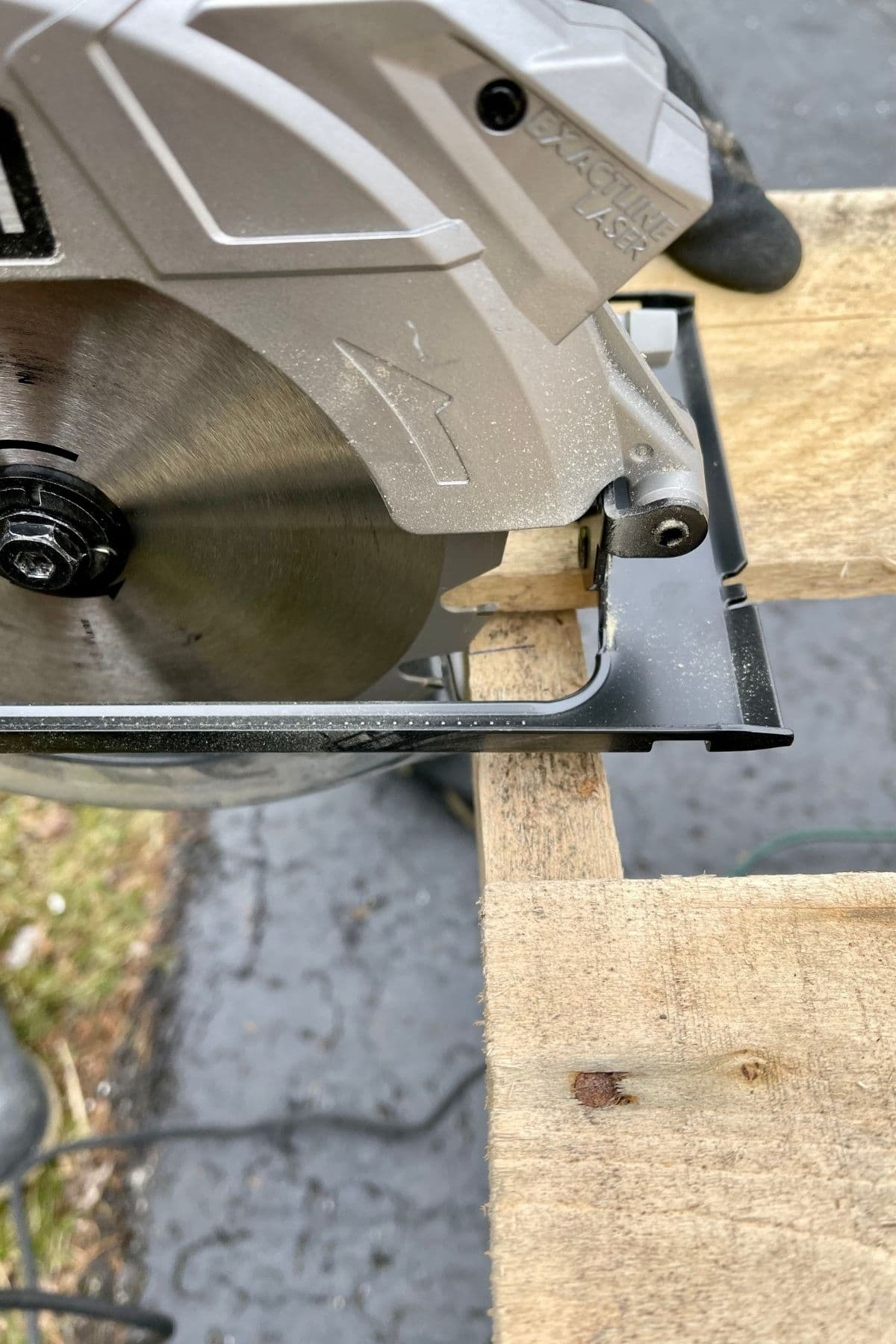Using circular saw on pallet