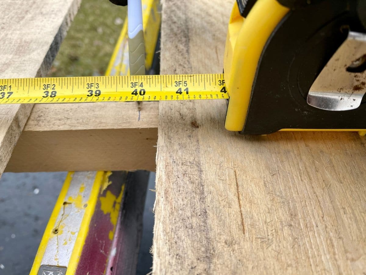 Measuring pallet and marking to cut