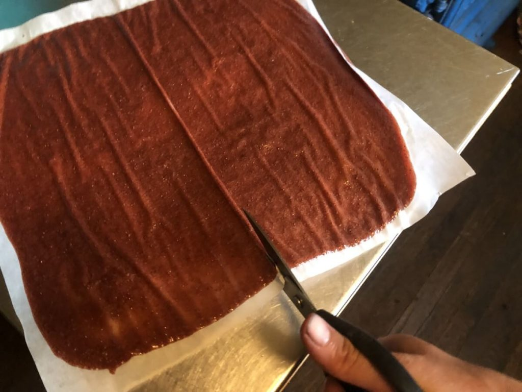 cutting fruit leather to serving size using kitchen shears